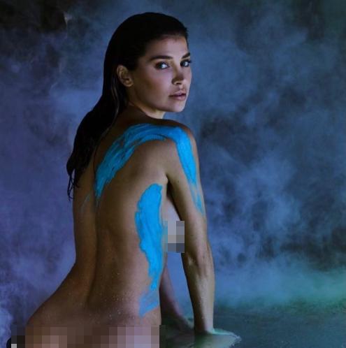 'Mỹ nhân nóng bỏng nhất Canada' khoe vóc dáng tuyệt mỹ với nội y - ảnh 6