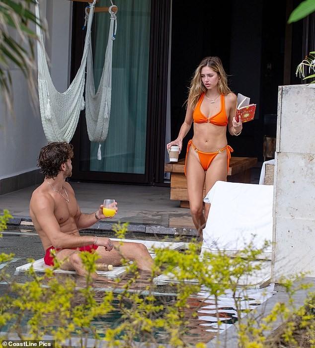 Nàng mẫu Delilah Belle Hamlin diện bikini nóng bỏng, tình tứ bạn trai - ảnh 4