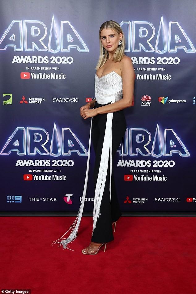 Hoa hậu Hoàn vũ Úc Tegan Martin khoe vòng một quá đà khiến người nhìn phải đỏ mặt - ảnh 2