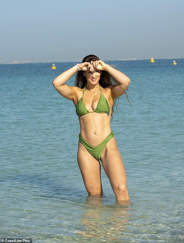 Hoa hậu Anh quá sexy, đẹp như mộng ở biển - ảnh 3