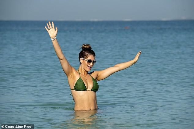 Hoa hậu Anh quá sexy, đẹp như mộng ở biển - ảnh 9