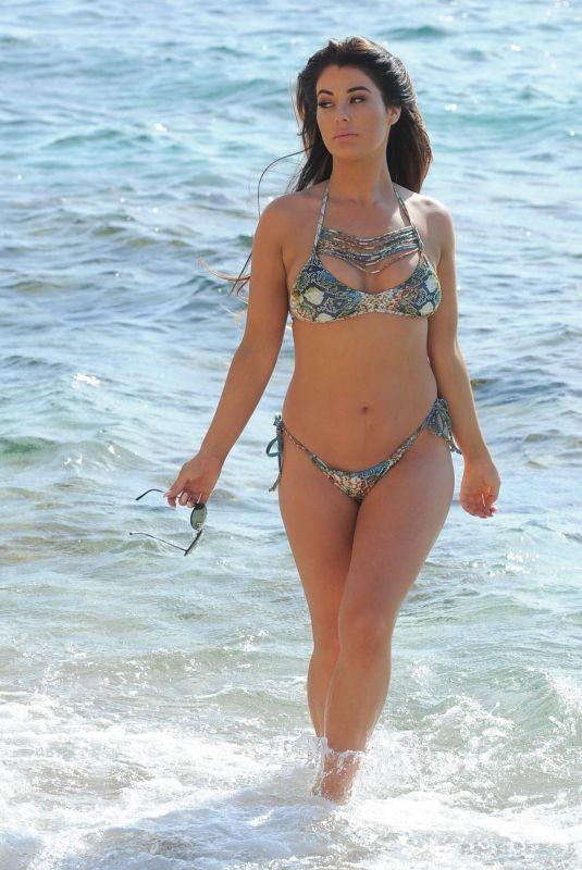 Jessica Hayes khoe tối đa hình thể nảy nở với bikini bé xíu ở biển - ảnh 5