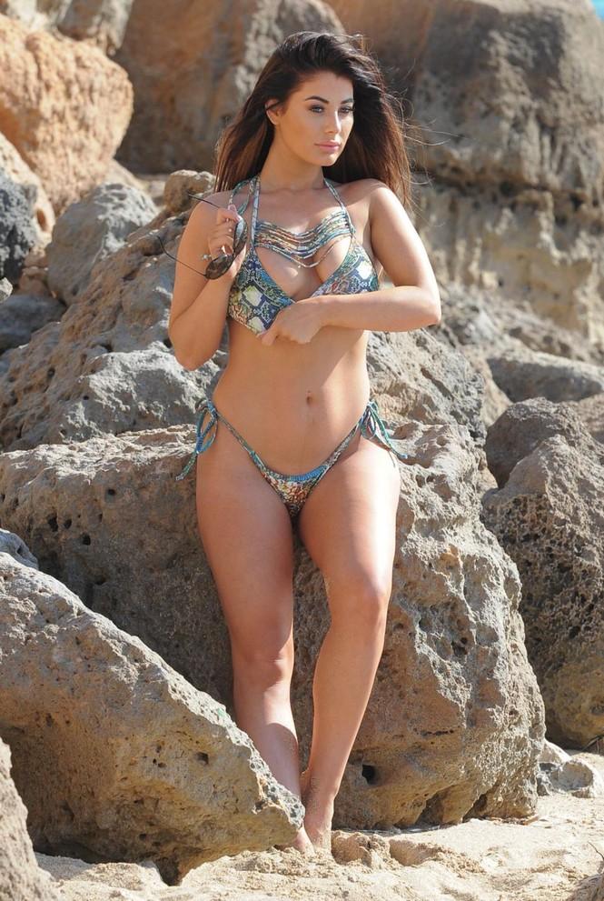Jessica Hayes khoe tối đa hình thể nảy nở với bikini bé xíu ở biển - ảnh 6