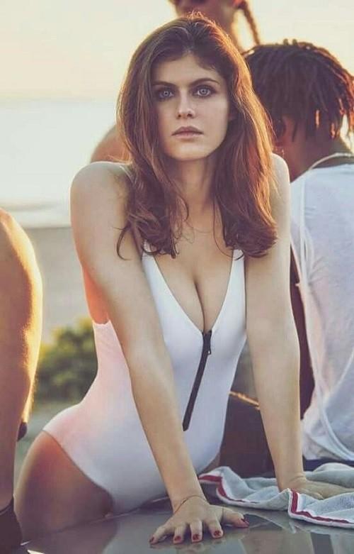 Minh tinh nóng bỏng Alexandra Daddario 'đốt mắt' người nhìn ở biển - ảnh 8