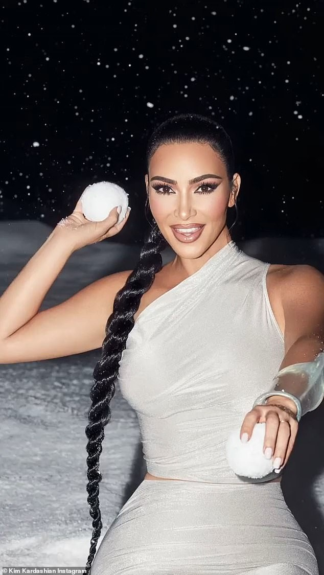 'Kim siêu vòng 3' khoe đường cong nóng bỏng với trang phục ôm sát - ảnh 5