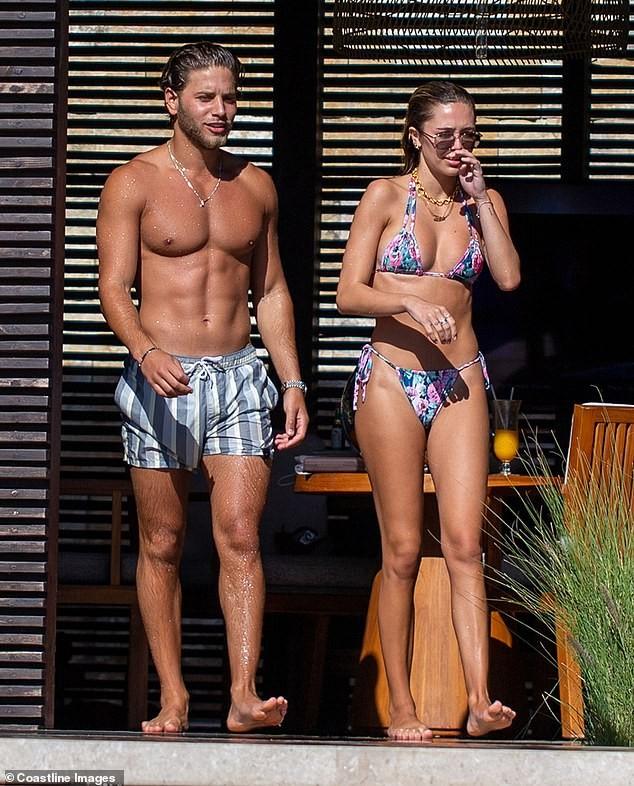 Mẫu 9x quyến rũ ngất ngây với áo tắm, liên tục tình tứ bạn trai ở bể bơi - ảnh 3