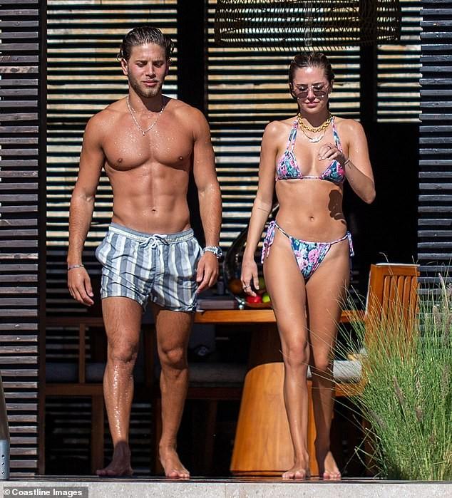 Mẫu 9x quyến rũ ngất ngây với áo tắm, liên tục tình tứ bạn trai ở bể bơi - ảnh 6