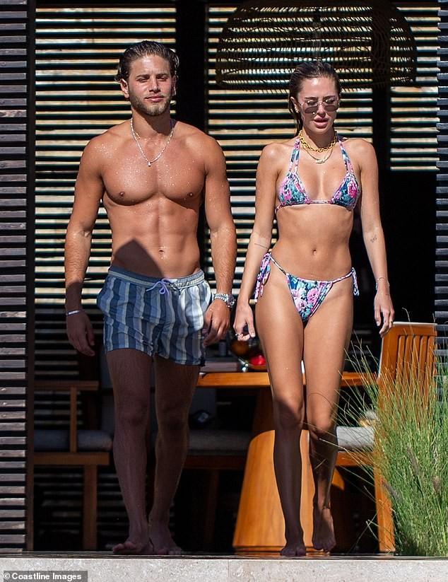 Mẫu 9x quyến rũ ngất ngây với áo tắm, liên tục tình tứ bạn trai ở bể bơi - ảnh 8