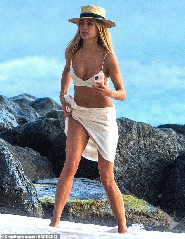 Mẫu áo tắm Anh quốc tung ảnh bikini nóng 'bỏng rẫy' - ảnh 7