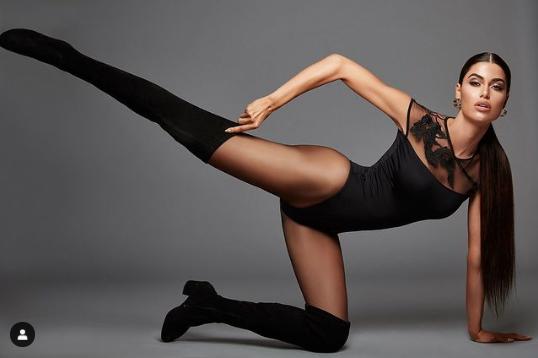 Hoa hậu Hoàn vũ Hy Lạp 2018 'thả rông' nóng bỏng trên tạp chí - ảnh 12