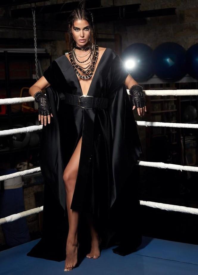 Hoa hậu Hoàn vũ Hy Lạp 2018 'thả rông' nóng bỏng trên tạp chí - ảnh 4