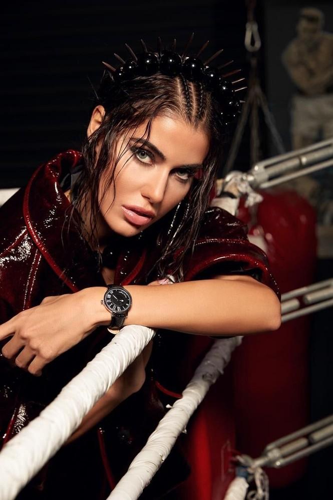 Hoa hậu Hoàn vũ Hy Lạp 2018 'thả rông' nóng bỏng trên tạp chí - ảnh 6