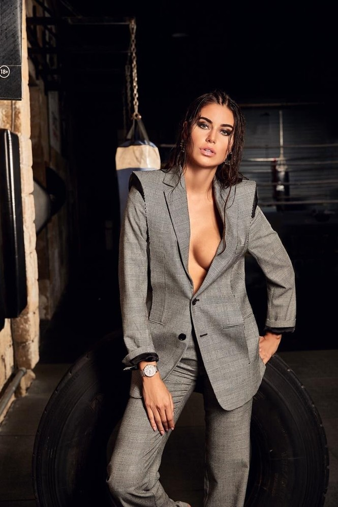 Hoa hậu Hoàn vũ Hy Lạp 2018 'thả rông' nóng bỏng trên tạp chí - ảnh 8