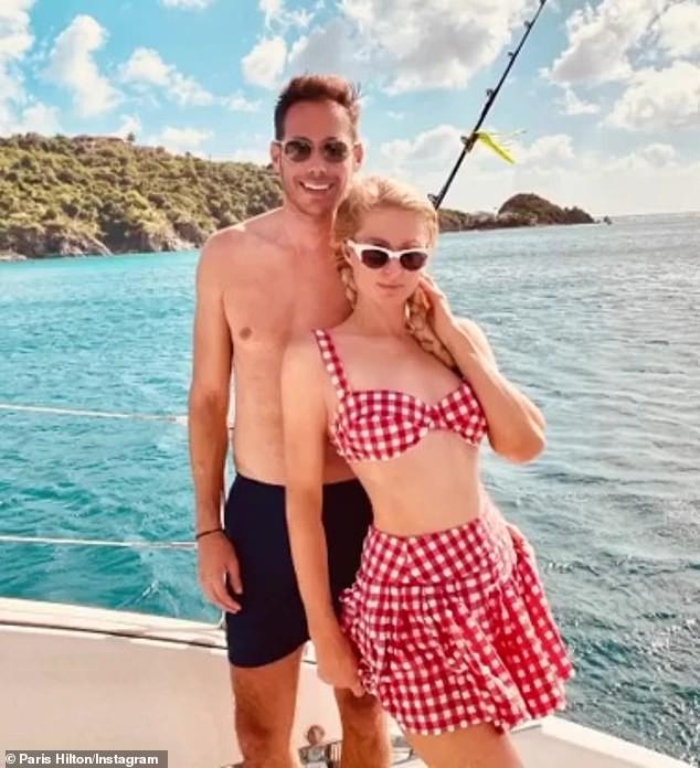 Paris Hilton tình tứ cùng bạn trai đón giao thừa ở biển - ảnh 5