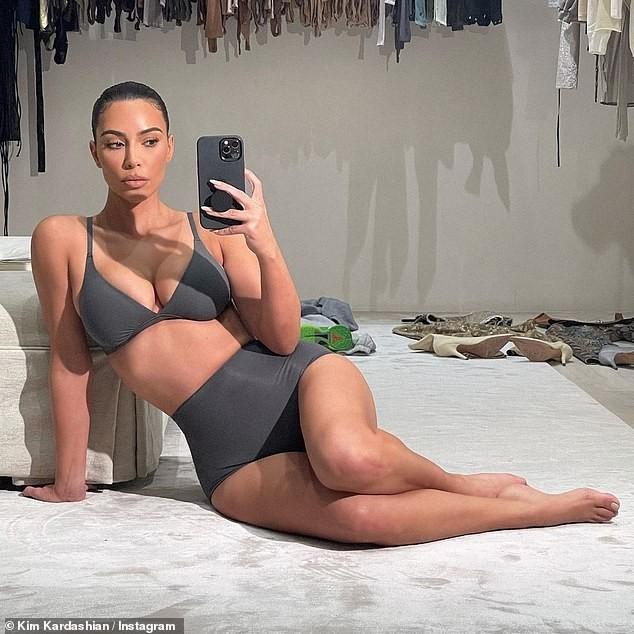 Kim 'siêu vòng 3' tung ảnh mặc nội y khoe đường cong 'bỏng rẫy' - ảnh 1