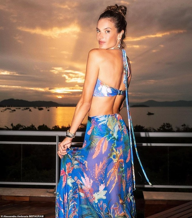 Siêu mẫu Brazil hút hồn phái mạnh với áo tắm  - ảnh 5