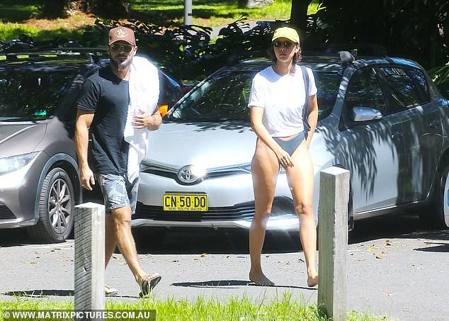 Zac Efron đưa bạn gái nóng bỏng đi biển - ảnh 3
