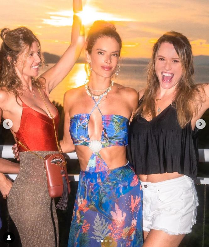 Siêu mẫu Brazil hút hồn phái mạnh với áo tắm  - ảnh 7