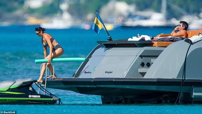 Bà xã của Simon Cowel mặc bikini phô dáng đẹp ngỡ ngàng ở tuổi U50 - ảnh 5