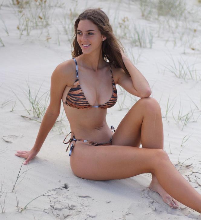 Sắc vóc gợi cảm 'gây thương nhớ' của nàng mẫu 18 tuổi Emily Feld - ảnh 4