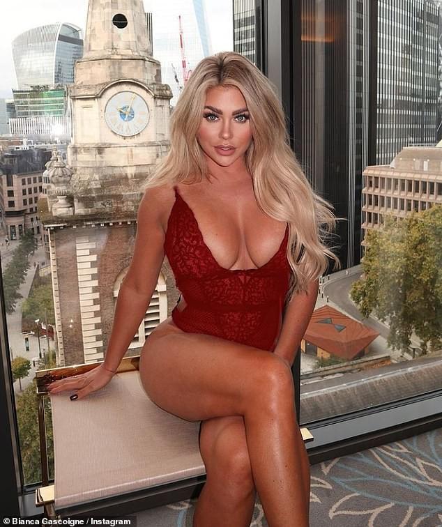 Mẫu nội y Bianca Gascoigne tung ảnh sexy, khoe đã thu nhỏ vòng một - ảnh 4