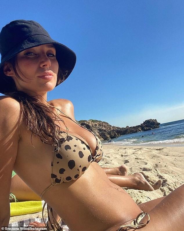 Sao truyền hình Úc thả dáng đẹp như mộng ở biển với bikini - ảnh 2