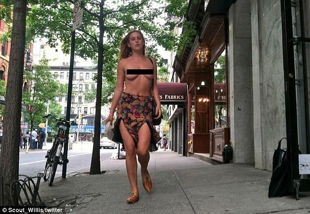 Con gái Bruce Willis từng để ngực trần xuống phố, khoe dáng với áo tắm - ảnh 6