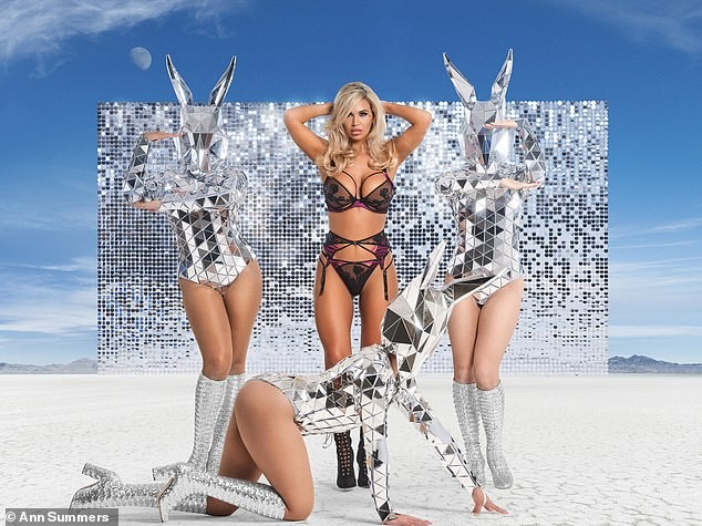 Hoa hậu Liverpool nóng bỏng 'nghẹt thở' với nội y - ảnh 1