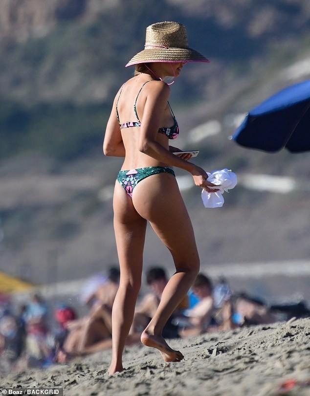 Chân dài 9x Kelly Rohrbach đẹp như mộng ở biển - ảnh 2