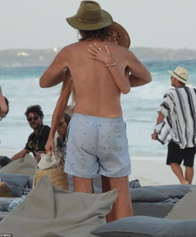 Shayna Taylor thả dáng nóng bỏng với bikini ở biển - ảnh 10