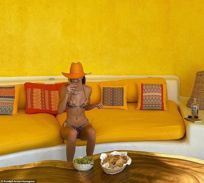 'Siêu mẫu đắt giá nhất thế giới' khoe dáng tuyệt mỹ với bikini - ảnh 4