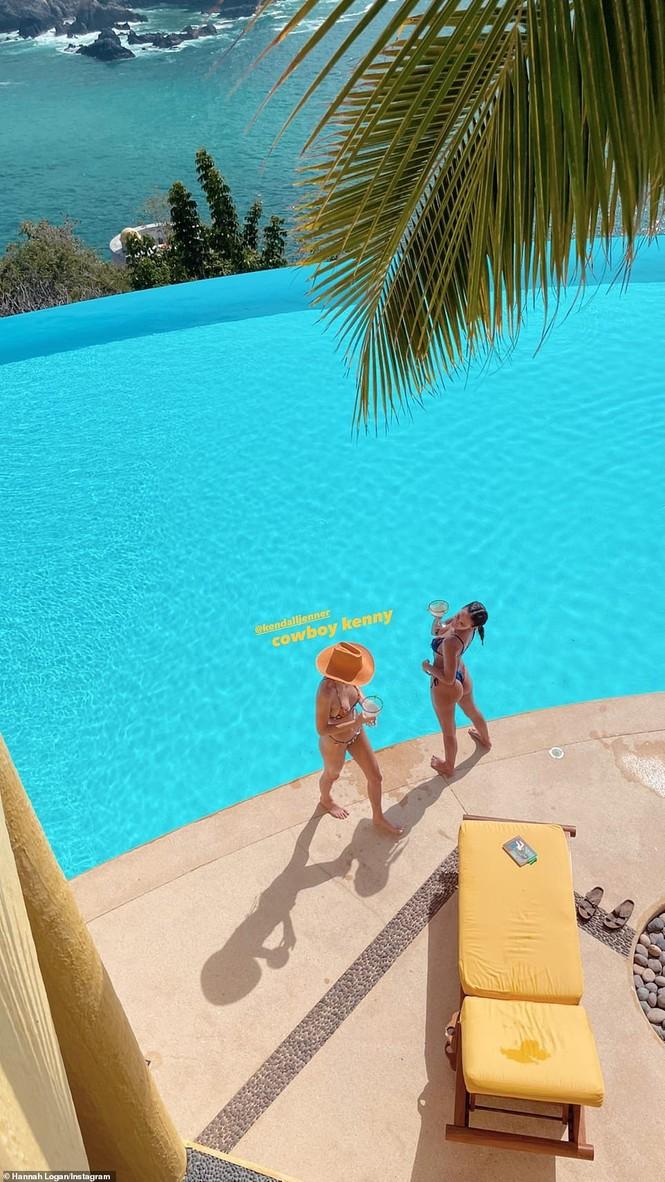 'Siêu mẫu đắt giá nhất thế giới' khoe dáng tuyệt mỹ với bikini - ảnh 5