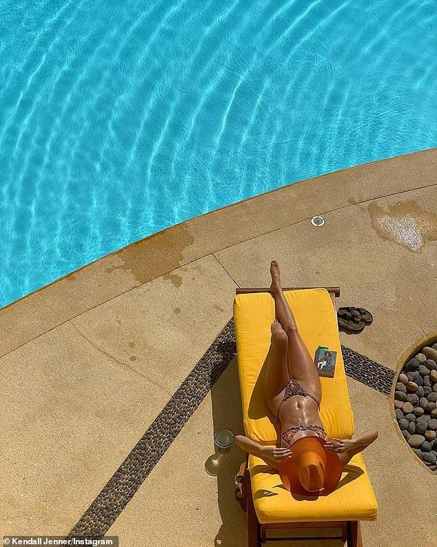 'Siêu mẫu đắt giá nhất thế giới' khoe dáng tuyệt mỹ với bikini - ảnh 2