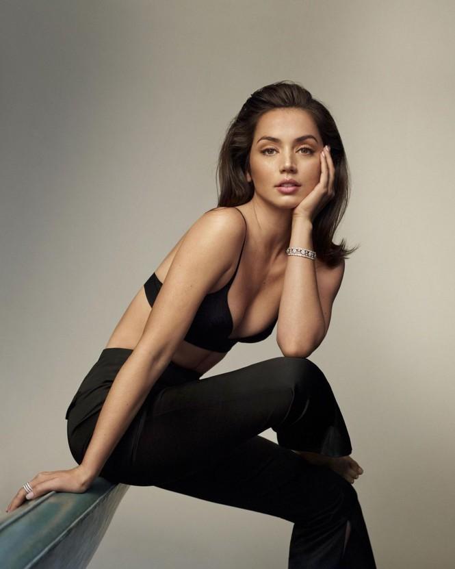 'Bond girl' Ana de Armas gợi cảm mê mẩn trên tạp chí sau chia tay Ben Affleck - ảnh 2