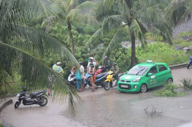 Hơn 500 khách du lịch ở lại đảo Cát Bà trải nghiệm bão - ảnh 3