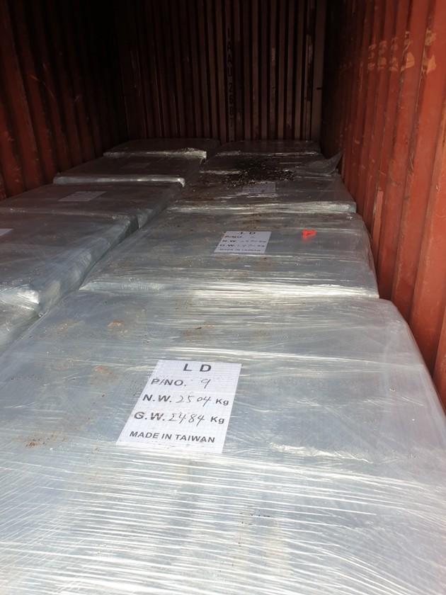 Hàng chục tấn bản cực ắc quy chì đã qua sử dụng nhập lậu vào cảng Hải Phòng - ảnh 1