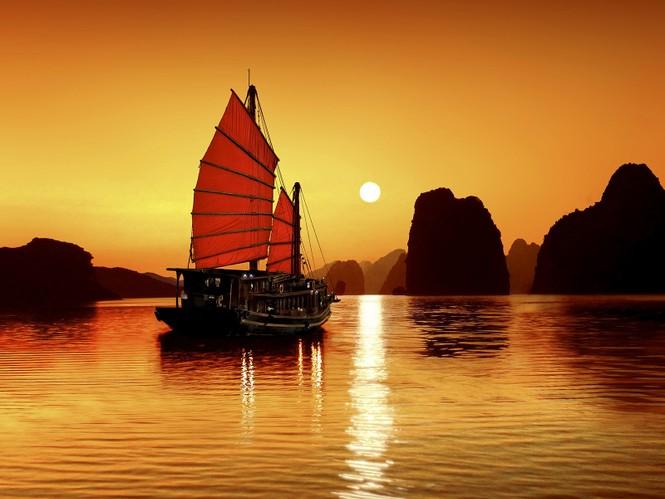 Quảng Ninh mở lại đường bay Vân Đồn, cho phép ngủ đêm trên vịnh Hạ Long - ảnh 1