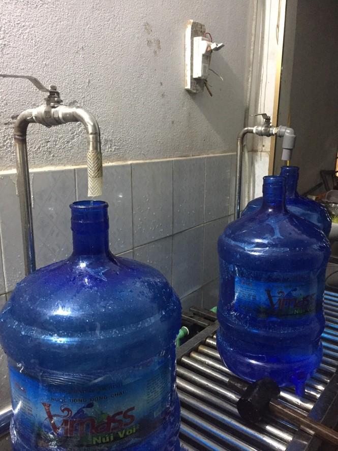 Hải Phòng thu hồi toàn bộ nước đóng chai được sản xuất từ nguồn mương nước thải - ảnh 3