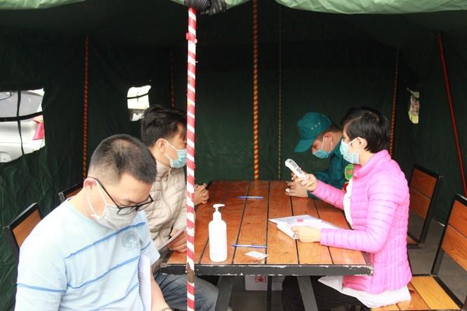 Lập chốt kiểm soát không cho người từ vùng dịch vào TP Hạ Long - ảnh 6