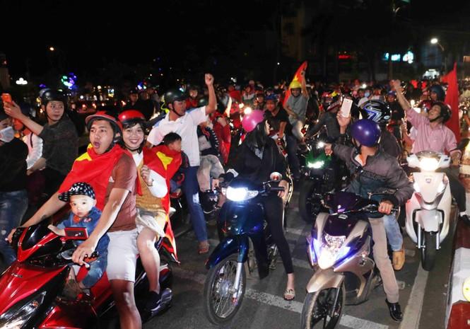 'Bão' xe máy phố núi Pleiku diễu hành mừng kỳ tích U23 Việt Nam - ảnh 5
