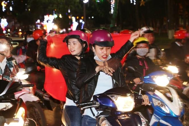 'Bão' xe máy phố núi Pleiku diễu hành mừng kỳ tích U23 Việt Nam - ảnh 7