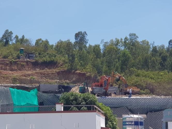 """Nha Trang tháo dỡ """"bức tường thành"""" khổng lồ đe doạ cuộc sống người dân - ảnh 3"""