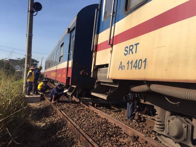 Tàu trật bánh, tuyến đường sắt Bắc - Nam bị ảnh hưởng - ảnh 1