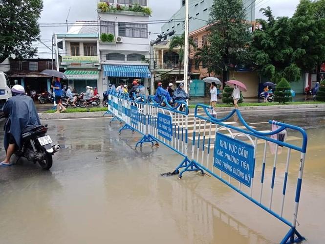 Nha Trang ngập nhiều nơi, dân tất tả canh lũ - ảnh 1