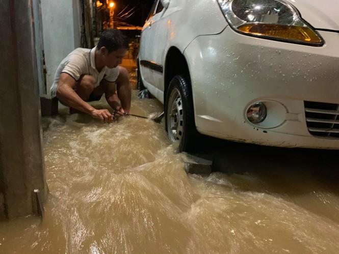 Nha Trang ngập nhiều nơi, dân tất tả canh lũ - ảnh 4