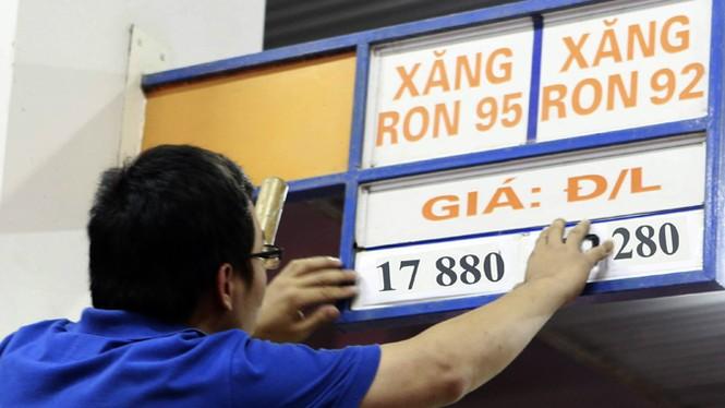 Điện, xăng cùng tăng giá: Lo giá cả leo thang - ảnh 1