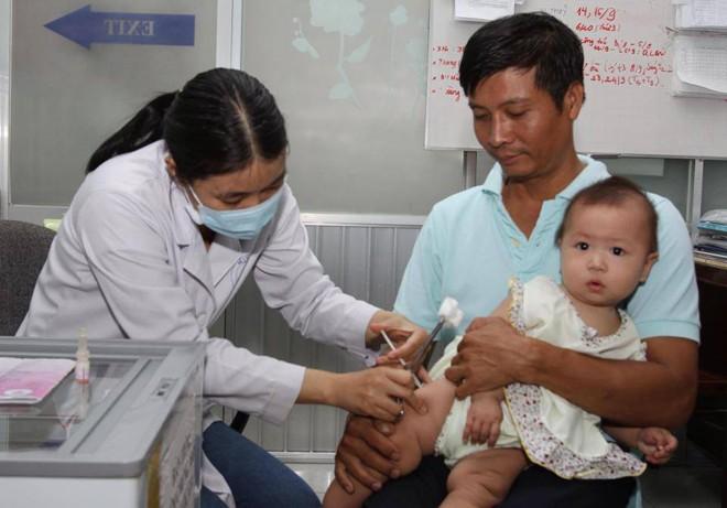 Khan vắc-xin dịch vụ: Doanh nghiệp 'đục nước béo cò'? - ảnh 1