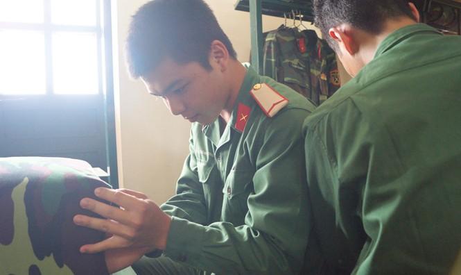 Lính mới rèn luyện trong quân ngũ - ảnh 1
