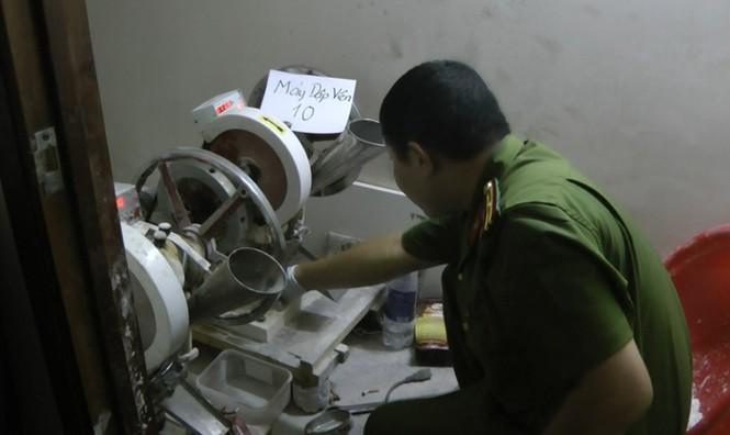 Chân dung ông trùm sản xuất thuốc lắc Sài Gòn vừa bị đánh sập - ảnh 2