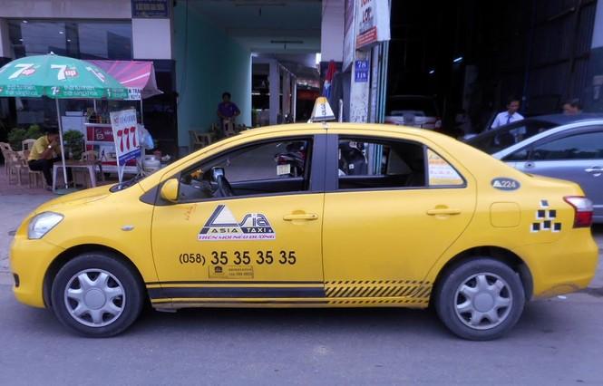 Táo tợn chặn taxi để cướp gần sân bay Cam Ranh - ảnh 1